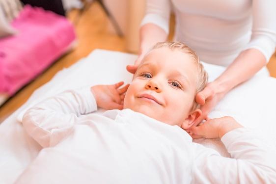 massage sur un enfant